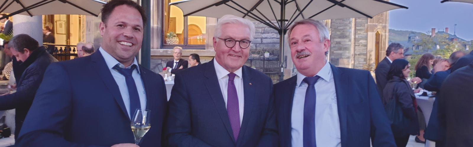 Bundespräsident Steinmeier beim Staatsempfang auf Schloss Lieser mit unserem Riesling Sekt Brut